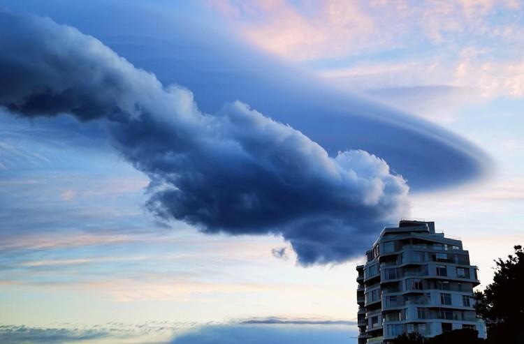 Метеорологи рассказывают, что облака странной формы можно увидеть не только на ЮБК, а по всему Крыму. Фото: Саунд Фан /ПИКАНТНАЯ ПРАВДА О ЯЛТЕ/FB