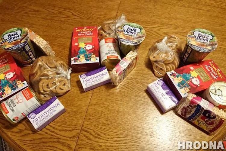 Раз в неделю девушка выделяет из своего бюджета 20 рублей и собирает три небольших продуктовых набора для нуждающихся. Фото: hrodna.life