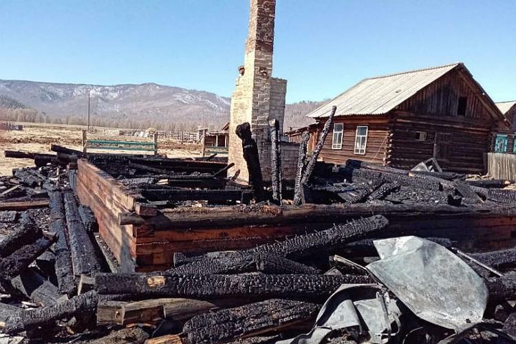 Дом семьи Доноевых выгорел полностью. Фото: Республиканское агентство гражданской обороны и чрезвычайных ситуаций Бурятии