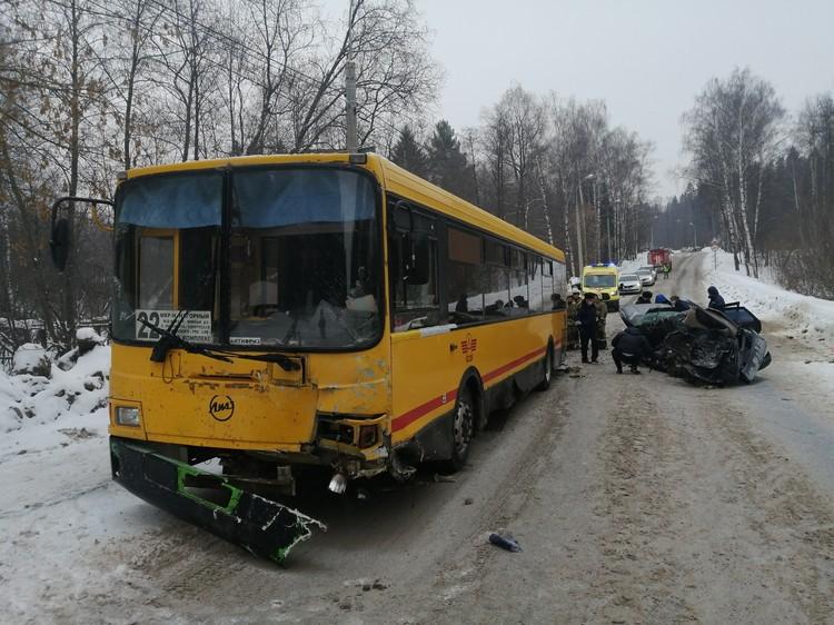 Водитель автобуса госпитализирован. Фото: 1-й отедл УГИБДД МВД по Удмуртии