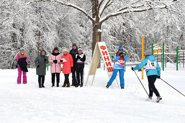 Все заявившиеся участники приехали на базу «Снежинка», чтобы дать старт VII Спартакиаде АПЗ. ФОТО: Александра Барыкина.
