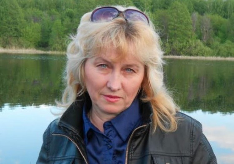 Мама педофилоубийцы Галина Санкина. Работает в охране, платит за непутевого сына ущерб по уголовным делам.