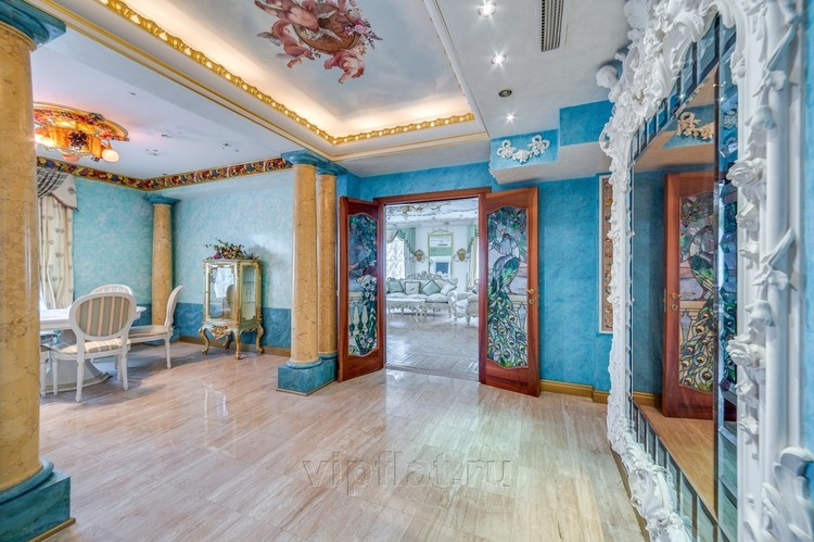 Богатое убранство квартиры Анастасии Волочковой сравнивают с интерьерами музея. Фото: www.vipflat.ru