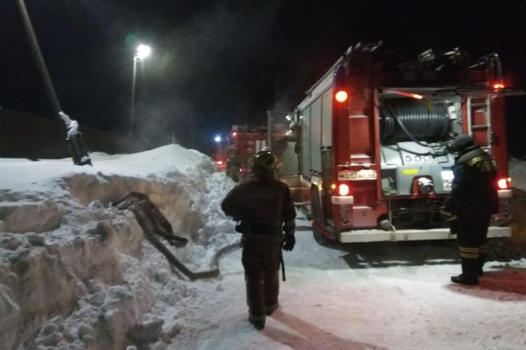 На место происшествия оперативно выехали пять пожарных расчетов. Фото: 43.mchs.gov.ru