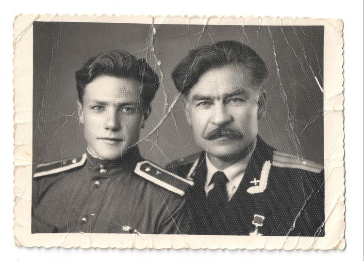 Николай Шутт вместе с сыном. Фото: личный архив