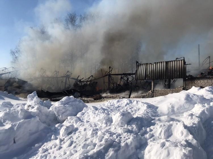 Склад сгорел на площади 800 кв.м.