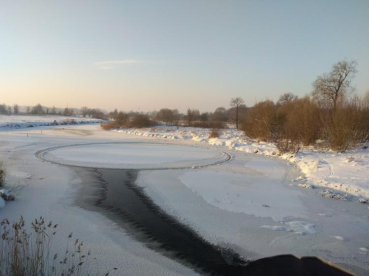 Ледяной круг на реке еще и вращался! Фото: Андрей Осташеня