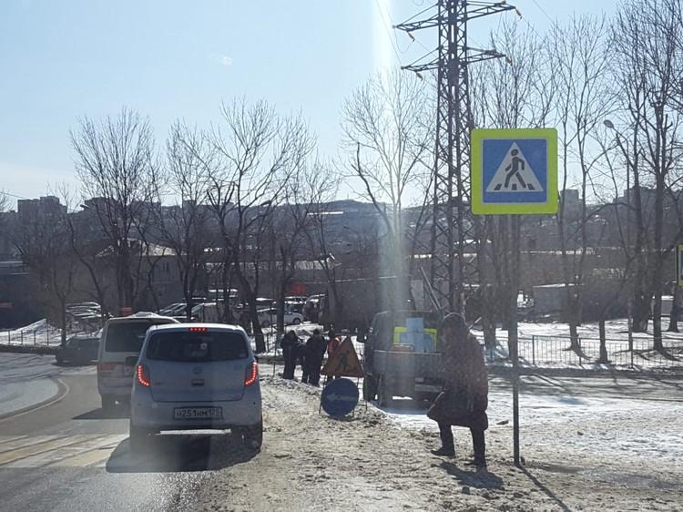 Пропускать нужно не только пешеходов, но и авто, движущиеся с Луговой и Воропаева