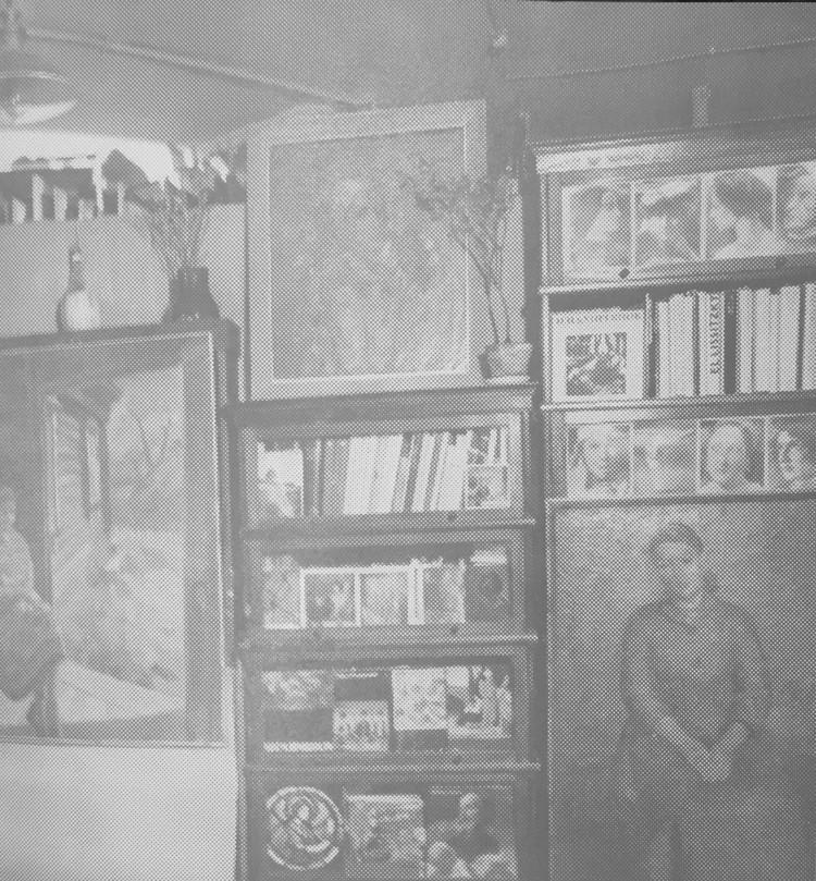 Мастерская Роберта Фалька в мансарде дома Перцовой. 1970-е годы. В правом углу фотографии виден большой портрет Некрасовой, украшавший мастерскую