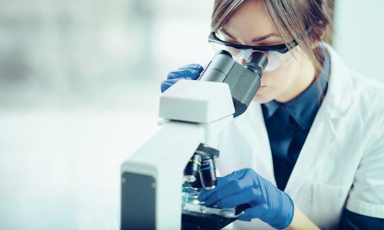 Во всем мире разрабатываются и испытываются технологии и препараты, которые смогли бы остановить дряхление, а то и повернуть время вспять, омолодив организм.