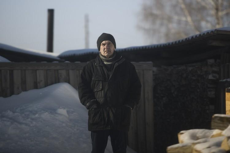 Николай Суздалов живет в том же доме, что и 17 лет назад. Каждый день он видит из окна место, где убили Сережу