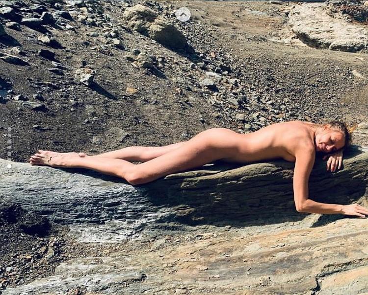 В Инстаграме актриса довольно часто публикует обнаженные фото. Фото: Инстаграм.