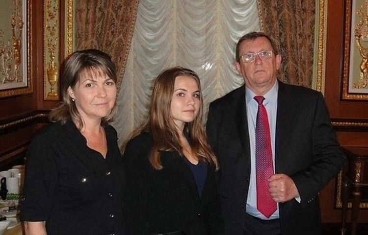 Несколько лет назад дочь и жена приезжали к Константину в США.