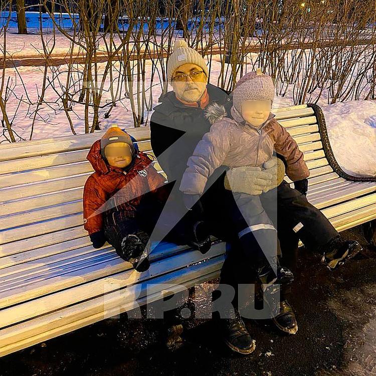 Александр сейчас воспитывает двух маленьких детей от второго брака Фото: предоставлено семьей