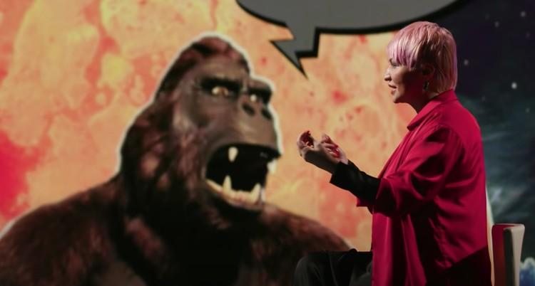 Популярная певица продолжает развивать карьеру женщины-инопланетянки