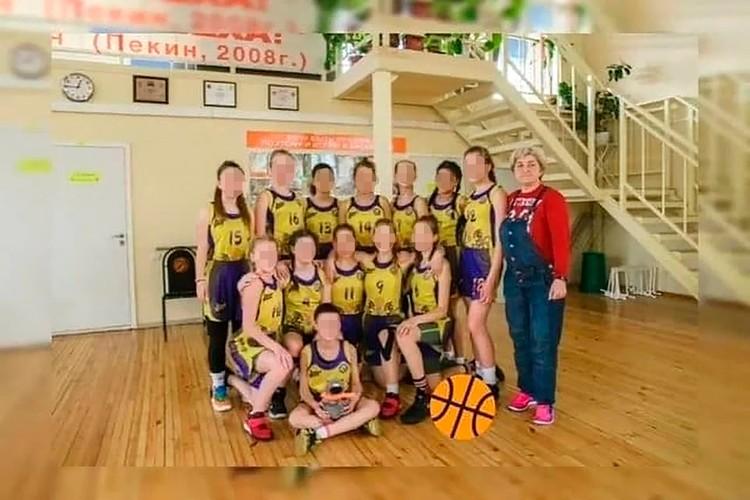 Фото баскетбольной команды школы олимпийского резерва №2, воспитанницы которой погибли в аварии
