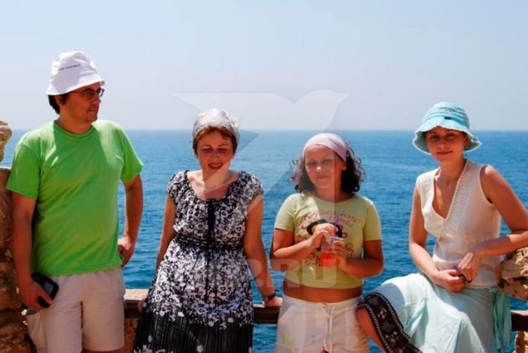 Земченков с пропавшей женой Ириной и детьми