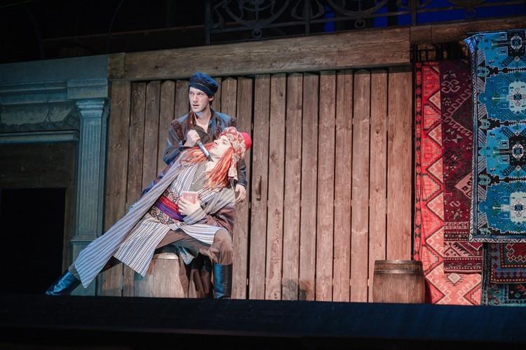"""На сцене спектакля """"Чудесный грузин"""". Фото предоставлено пресс-службой театра"""