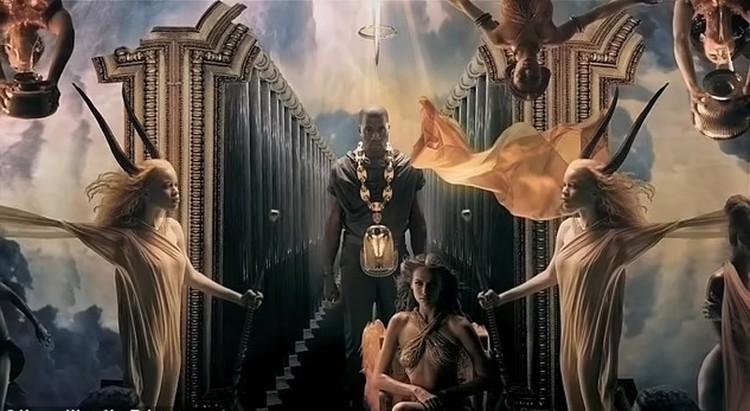 В 2010 году Шейк снялась в видеоклипе на его песню «Power», где она сыграла ангела. Фото: кадр видео.