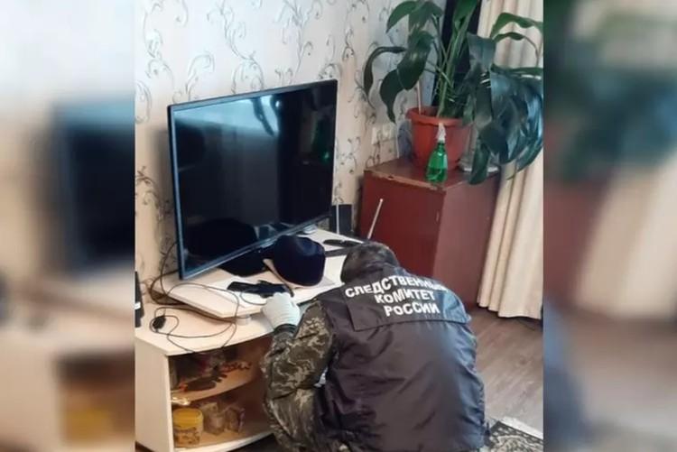 Это одна из комнат дома, где подросток убил всю свою семью. Фото: СУ СКР по Пермскому краю.