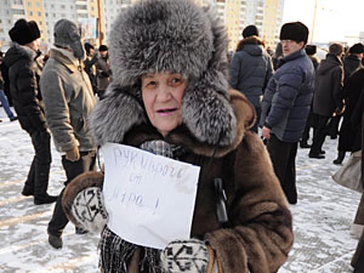 Митингующая пенсионерка ратовала за справедливость, однако не была уверена в том, что мэр не брал взятки.