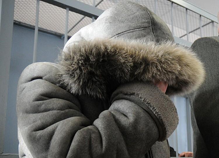 Олеся Чемезова просидела в дубленке все три часа, несмотря на то что в помещении было достаточно тепло.
