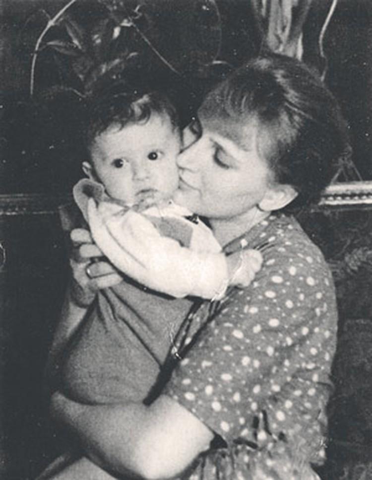 Наталья Белоусова с сыном, маленьким Мишей Ширвиндтом.