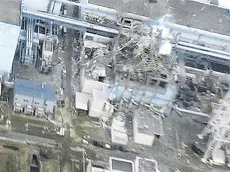 Реакторы японской АЭС «Фукусима-1» уже неделю «кипят» и взрываются фонтанами радиоактивного пара.
