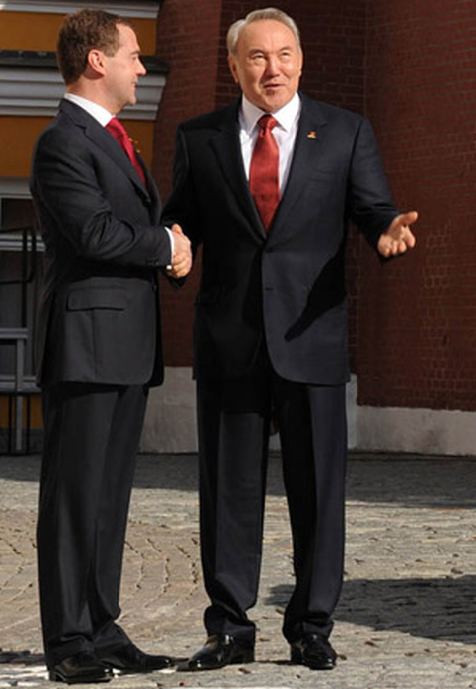 Лидер, пользующийся безусловным доверием населения, сам по себе является гарантией сохранения стабильности государства.