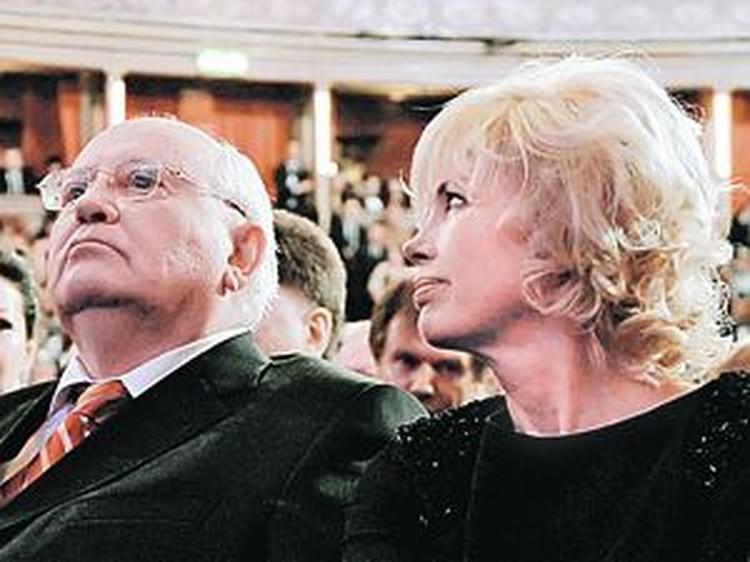 Михаил Сергеевич вместе с дочерью в королевском «Альберт-холле» были в центре внимания в течение всего вечера.