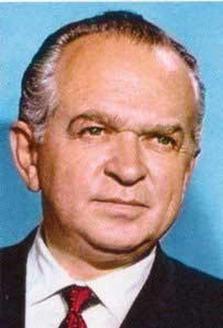 Сэмюэл Бронстон родился в Кишиневе 26 марта 1908 года