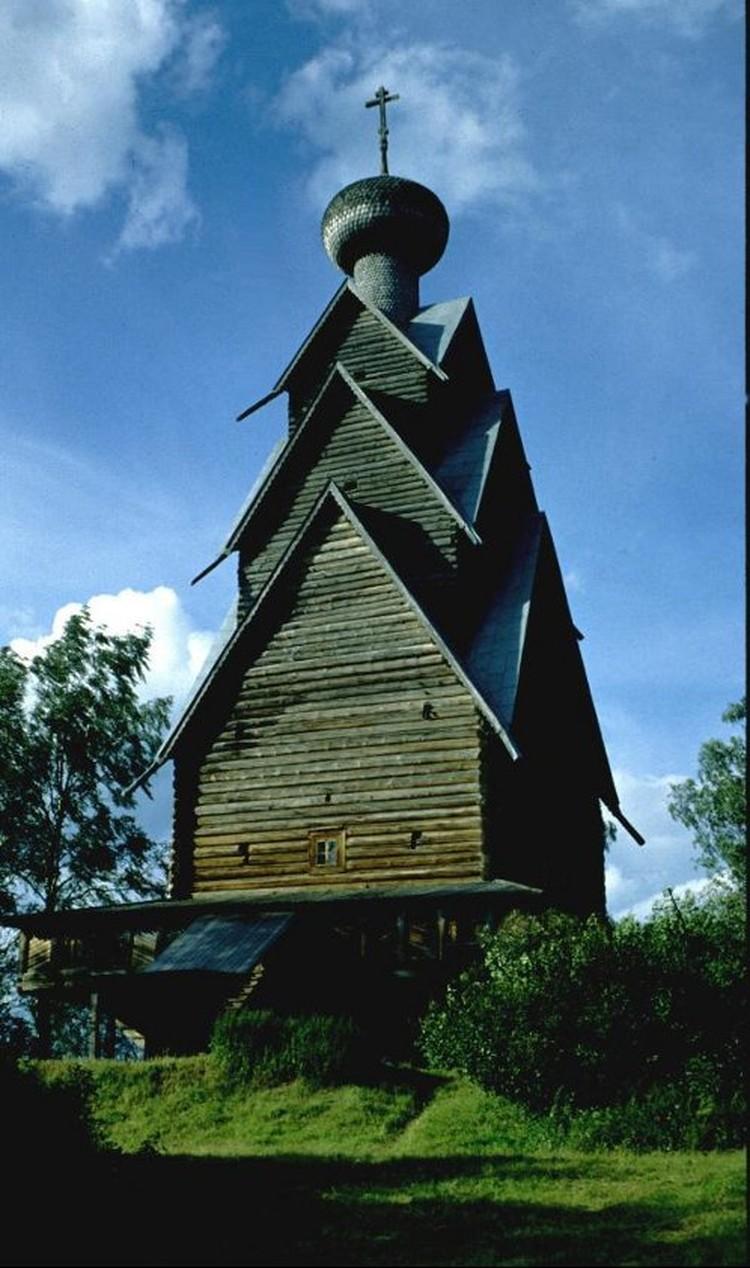 Одна из самых высоких деревянных построек в мире - церковь Иоанна Предтечи - 45 метров