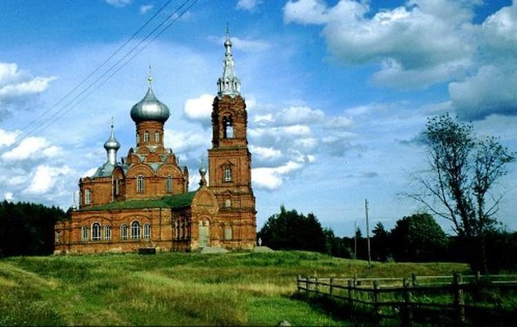 Краснокирпичная церковь Иоанна Предтечи отстроена в начале XX века