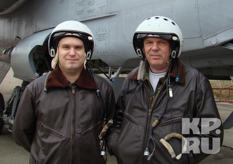 Штурман Андрей Горбачев (слева) и командир экипажа Сергей Столпянский