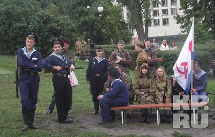 Участники военно-исторического клуба «Набат» реконструировали сражения Великой Отечественной.