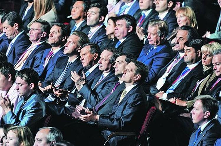 Среди гостей съезда были почти в полном составе и администрация президента, и правительство.