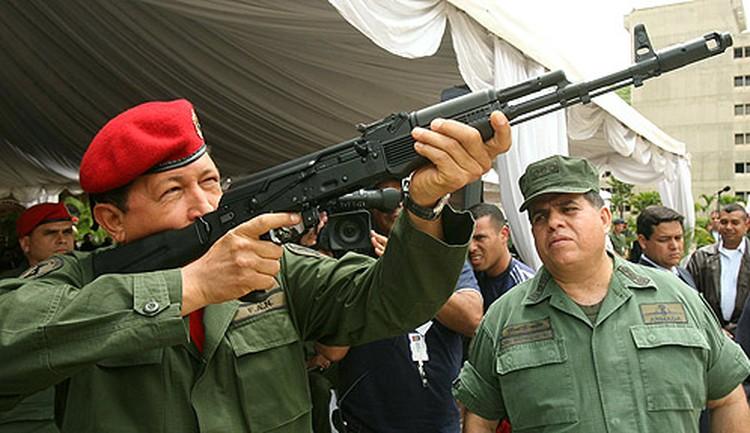 Президент Венесуэлы Уго Чавес - один из преданных поклонников лучшего русского автомата.