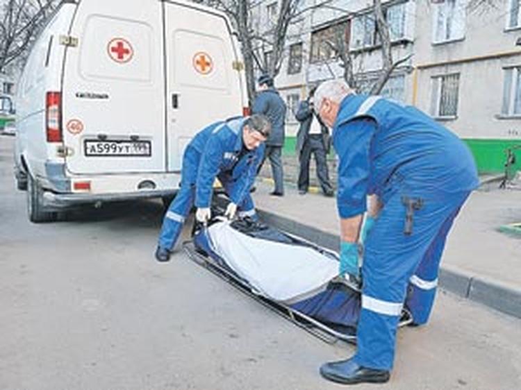 Попавшие под пули налетчика мать и сыновья Гирнык выжили и смогли дать ему отпор. Во время драки удар в висок оказался для преступника смертельным.