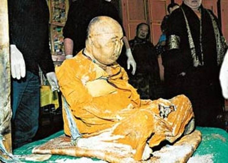 Хамбо лама Итигэлов уже девять лет находится с нами, и ничего ему не делается.