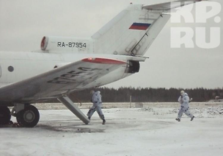 На захваченном самолете террористы планировали покинуть пределы страны.