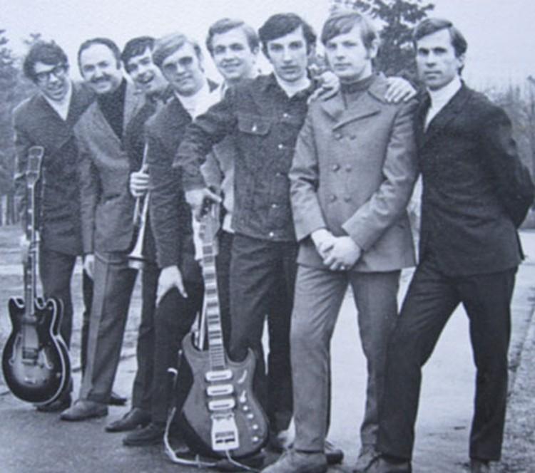 1968 год. ВИА «Тоника», который  работал с Вуячичем. Антонов - второй  справа, Жуков - первый слева.