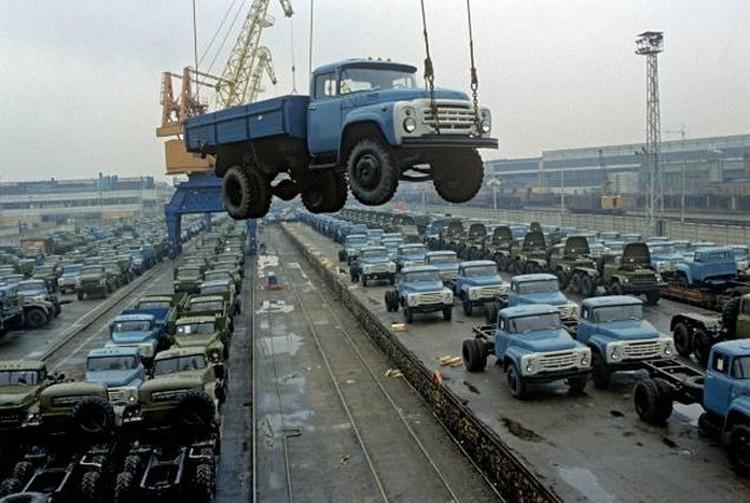 Во времена Союза на заводе делали 200 тысяч машин в год, а сейчас всего семь.