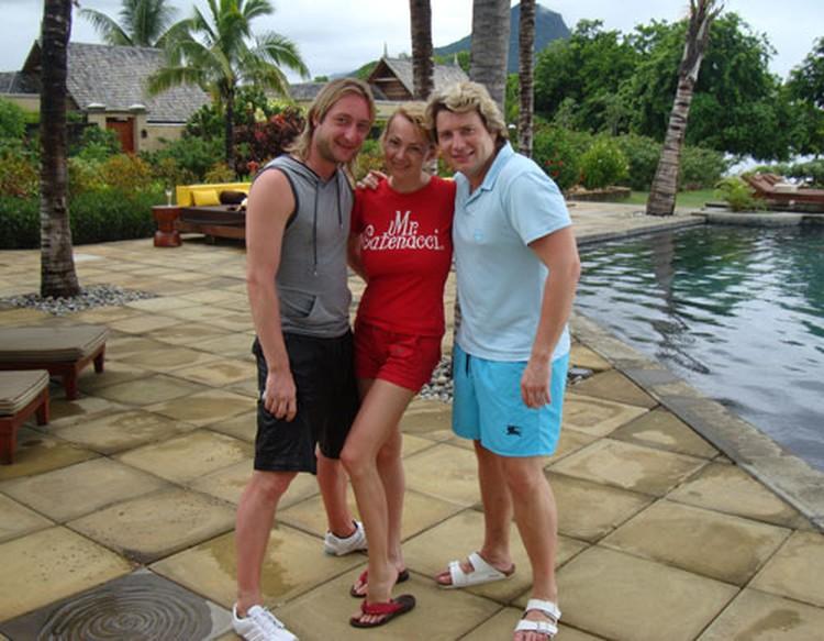 Отдых на Мальдивах: Яна и Евгений с другом семьи Николаем Басковым.