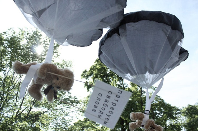 Шведский сайт утверждает, что эти медведи были сброшены на Беларусь