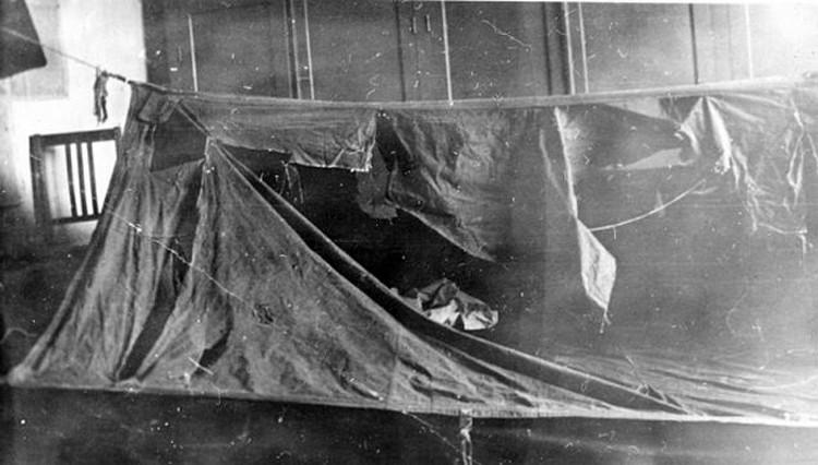 Порезы на палатке туристов во время следствия изучали эксперты.