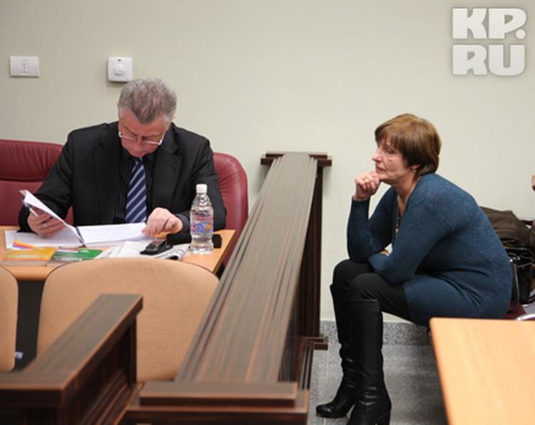 Адвокат сына погибшего фермера Джалиля Аметова и супруга фермера Богачева Ольга в зале суда.