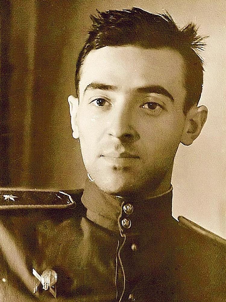 Орден Красной Звезды Владимир получил из рук командира прямо во время боя.