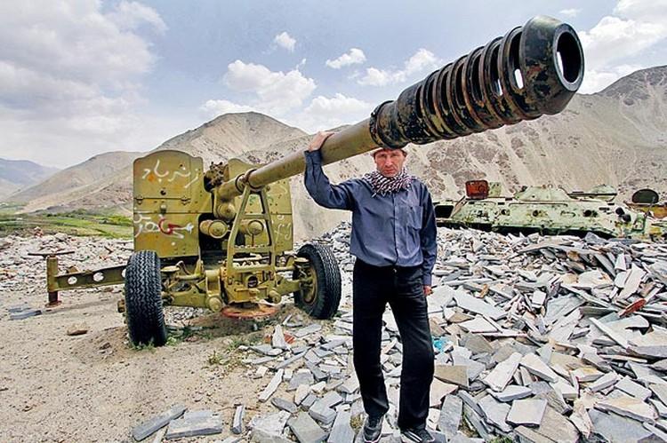 Горы Афганистана по-прежнему хранят следы пребывания советских войск. На местах боев все чаще можно встретить наших ветеранов, приезжающих в исламскую республику вспомнить молодость.