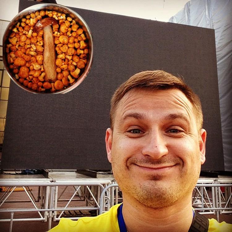 Певец Алексей Хлестов в социальных сетях рассказывает о каждом своем передвижении. И пишет даже тогда, когда в лесу грибы собирает