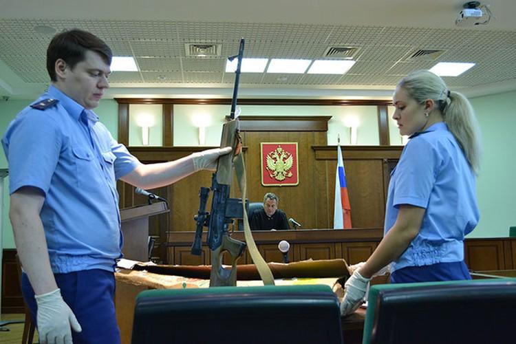 В суд принесли оружие Помазуна.